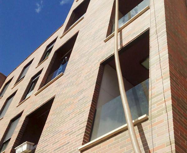 Insuflado de fachada a partir de celulosa. Aislamiento ecológico en Vitoria Gasteiz. Rafael Aislamientos.